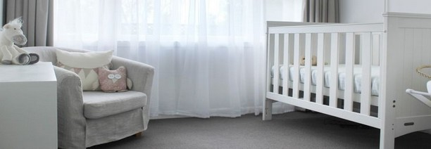 Chambre bebe blanche et or