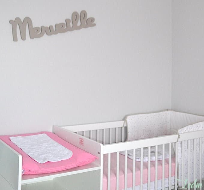Idee deco chambre bebe fille gris