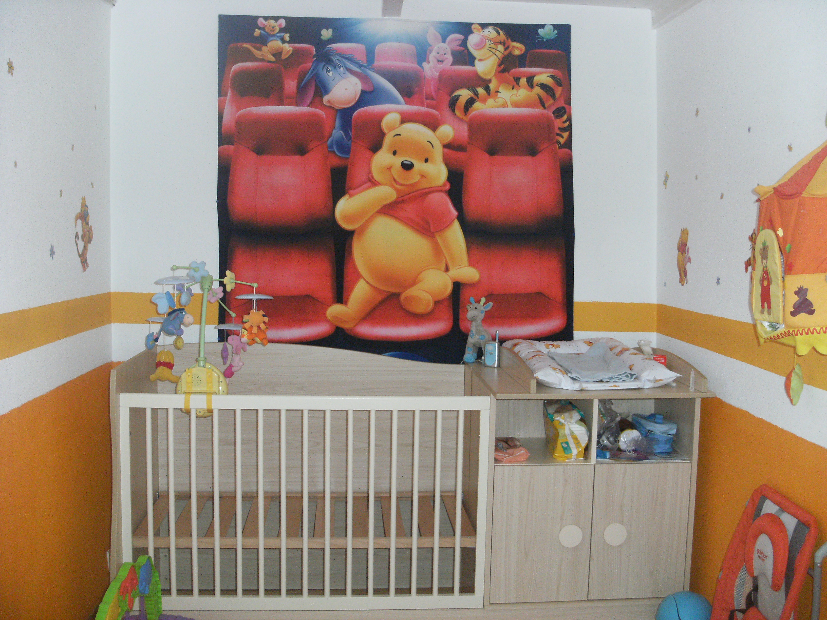 Decoration winnie pour chambre bebe
