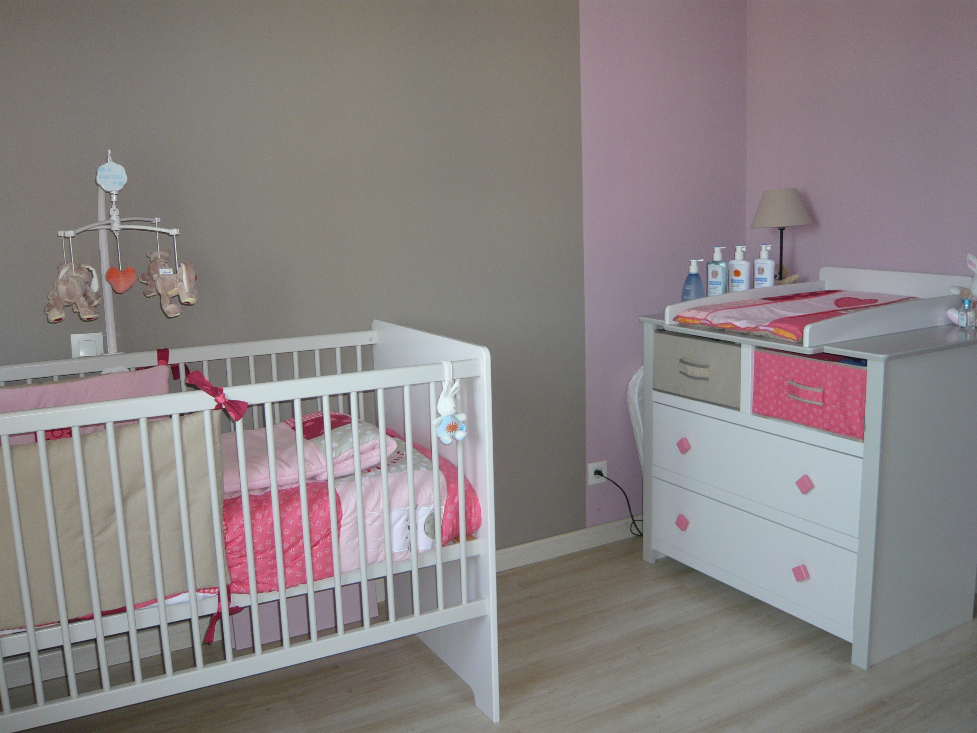 Beautiful Chambre Bebe Rouge Et Beige Images - House Design ...